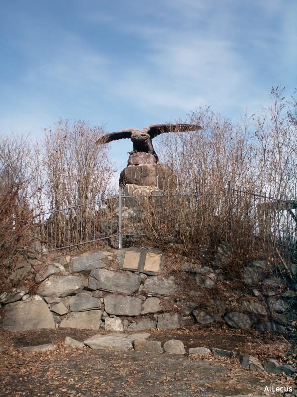 Statue d'aigle.